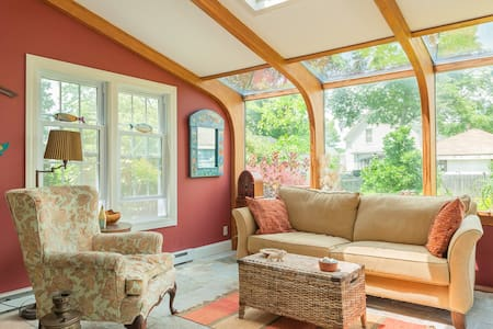 Charming spacious colonial and beautiful garden! - Swampscott - House