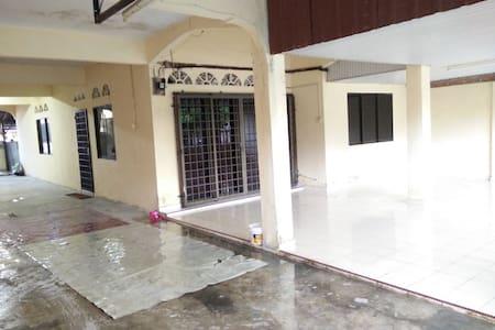 Homestay Bukit Pasir Muar Johor - Vendégház