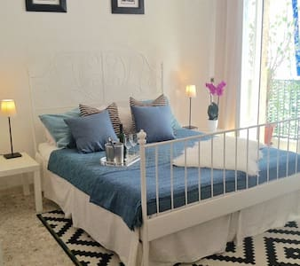 Lovely Room w/ Sunny Balcony near Gulf of Naples - Neapel - Wohnung