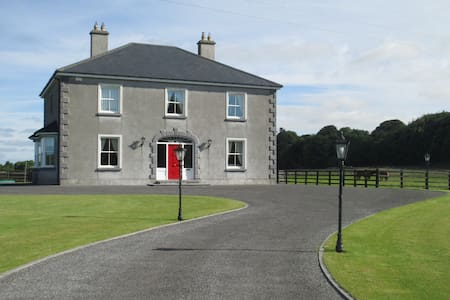 Georgian style residence near Galway city - Belclare - House
