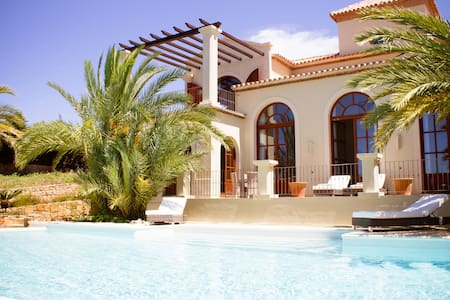 Luxury 5 Bedroom Villa - Amazing location & views - San Roque