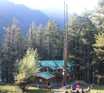 Breeze Wood Cottage - Crewel Room - Pahalgam - Cabaña
