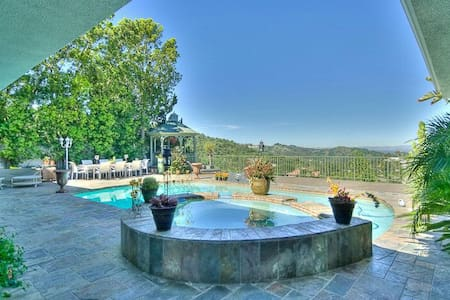 Hollywood hills Mulholland Dr best views - Los Angeles - House