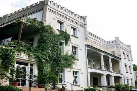 Apartament w XIX wiecznym Pałacyku - Byt