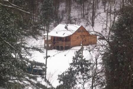 Serene cabin nestled in 235 acres - Cabin
