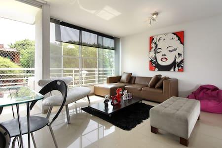 Habitación en lindo apartamento - Cali - Bed & Breakfast