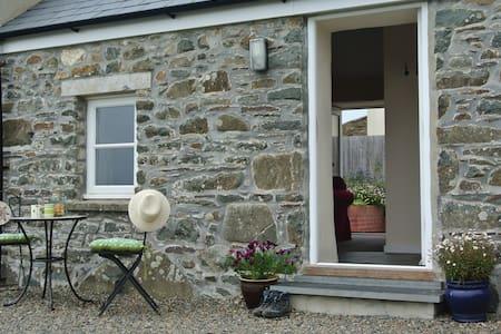 Dairy Cottage. Warm, comfortable character cottage - Saint Davids - Casa