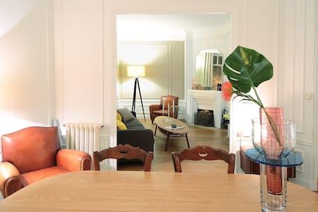 Design and calm Room Champs Elysées