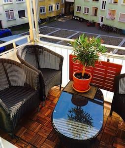 Helle Neubau-Wohnung mit Süd-Balkon - Apartemen