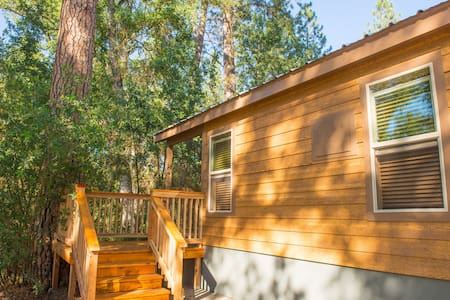 Brand New Yosemite Tiny House B - Stuga