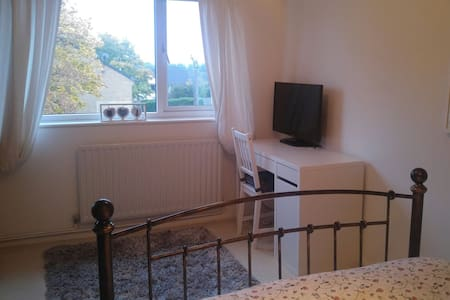 RIAT 1 bedroom house, Swindon Wilts - House