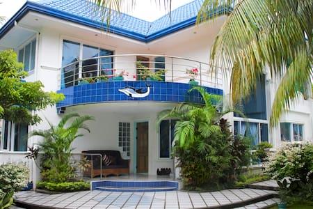 Tropical Hideaway 5 BR 免费接送 - Dumaguete - Casa