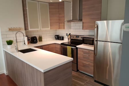 Newly renovated 1 bedroom furnished downtown suite - Vancouver - Apartment