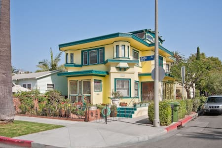 The Rialto House is a spacious, charming turn-of-the-century home located in the heart of Venice.  It is steps to the beach, Boardwalk and also to popular Abbot Kinney with its many shops and restaurants.  Enjoy the true Venice Beach experience!