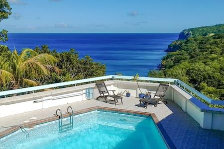 Peaceful, airy villa above beach - Villa