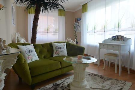 Kuscheliges Wohn-Ambiente mit sonniger Terrasse - Auetal - House