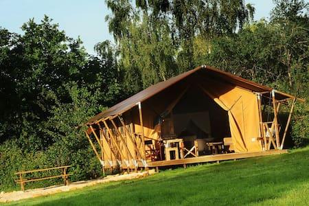 Luxury safari tents in Burgundy! - Çadır