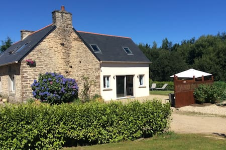 Entire home near Lesneven - Lanhouarneau - House
