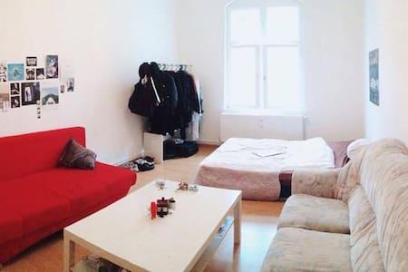 spacious room in Neukölln - Berlin