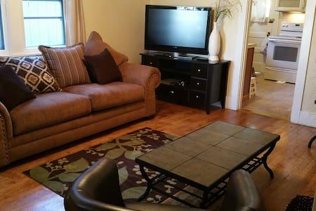 Lovely & Charming 1 Bdrm -King Comfy Bed! Pet Okay - Klamath Falls - Apartamento
