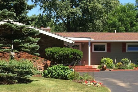 Comfort & quiet in one of nicest Cleveland suburbs - Pepper Pike