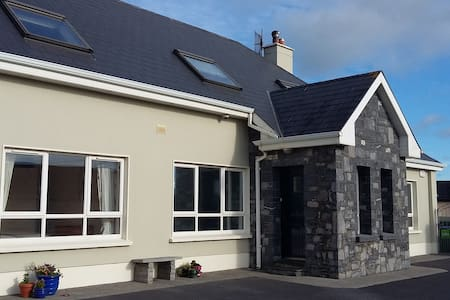 "Clairhouse   "" Dun Maedbh"" - Lahinch - Bed & Breakfast"