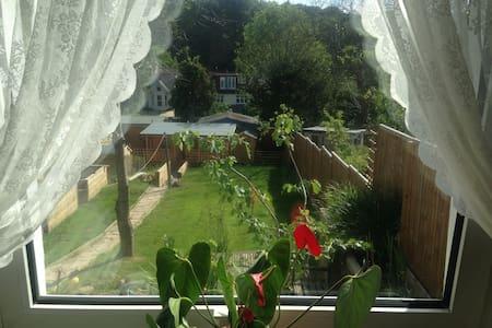 Romantic Garden Room - Hastings - Bungalow