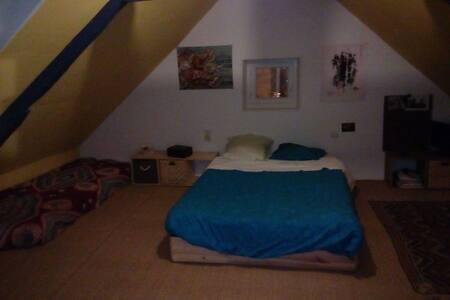 Chambre dans notre petite maison - Rennes - House