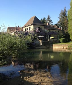 Beau moulin en Bourgogne - Bed & Breakfast
