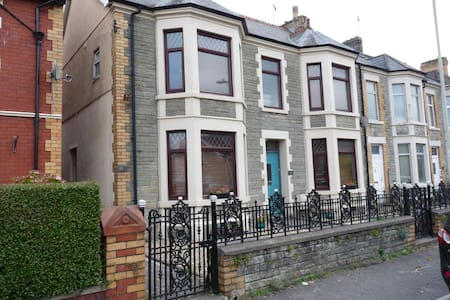 Pretty Nostalgic 2 bedroom flat - Bridgend - Pis