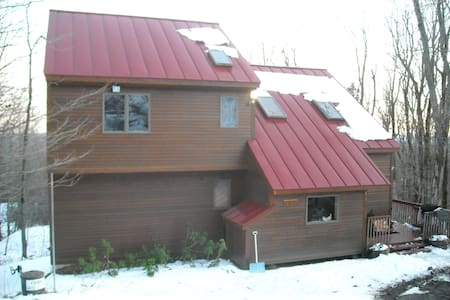 Mt Snow/Wilmington VT-XLg 4+BR/3Bth, Pool/HTub - Ház