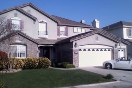 Nurses Welcome Large home in N. Modesto/king bed - Modesto - House