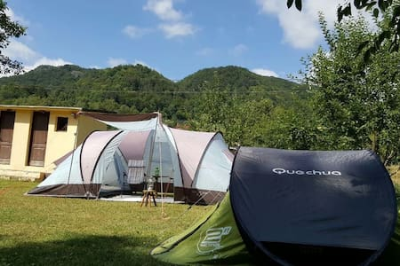 Lovely tents with river and mountain view - Hutte