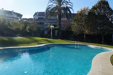 Apartamento en planta baja  y  piscina comunitario - Platja d'Aro - Apartament