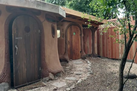 "Earth House ""Hobbit Cobin"" - Földház"