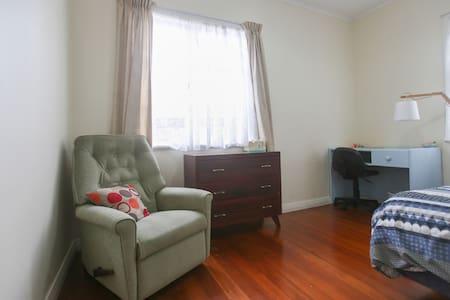 Comfy Room - Inner City Suburb - Auckland - Casa