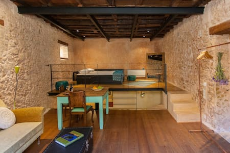 History & Charm in Old Town Chania - Leilighet
