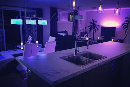 Tropical Lounge (Private Room/Chambre Privée) - Granby