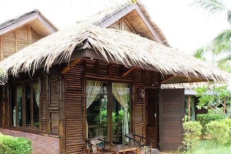 Family Bamboo Beach Hut - Klaeng District - Hut