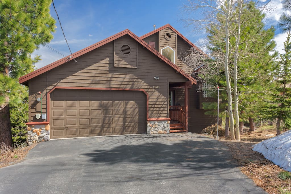 Family Friendly Tahoe Donner Home - Great Views!!!