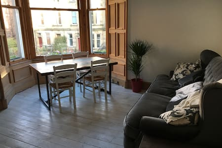 Spacious Dbl Room Close to City Centre - Edinburgh - Flat