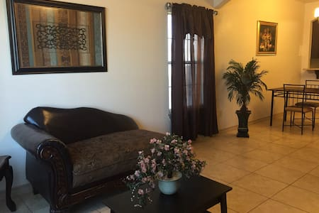 Private Condo - Perfect for Extended Stays - Laredo - Lägenhet