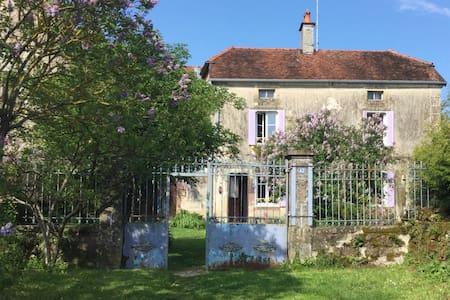 Maison de caractère dans village - Haus