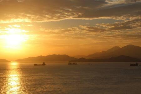 HK Island Sunset, 4 Bedrooms/3 bath