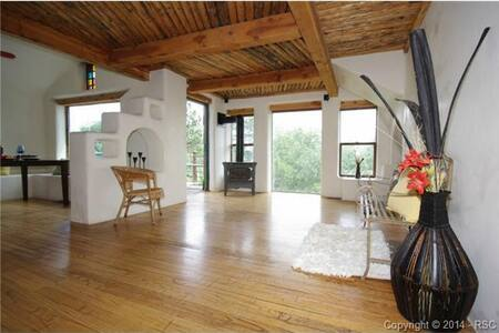 Broadmoor & Mountain Views- A Rustic Western Nest! - Colorado Springs - House