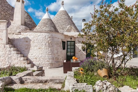 Trullo of 1800 in the Itria Valley - House