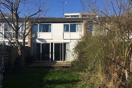 House for price of room!  Mon-Thurs - Welwyn Garden City - Casa