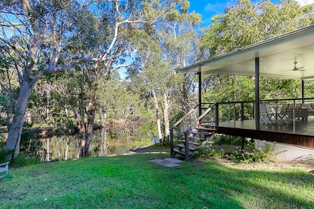 Noosa, on the river in the bush with fishing kyaks - Cooroibah