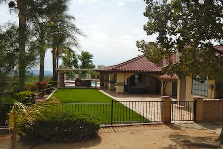 Ruby Red Ranch Estate - Temecula