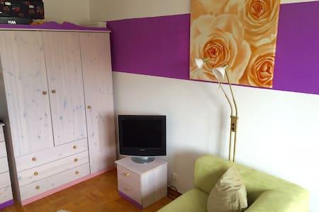 Helles Zimmer in Innenstadtnähe - Lägenhet